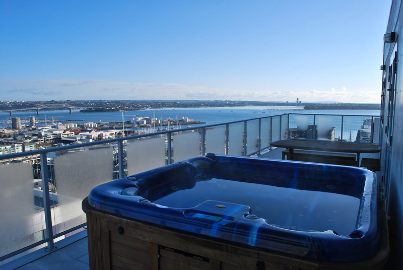 Altitude Auckland Sky Deck Apartment