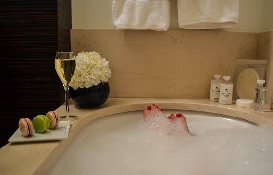 bubble bath Hotel Prince de Galles Paris France