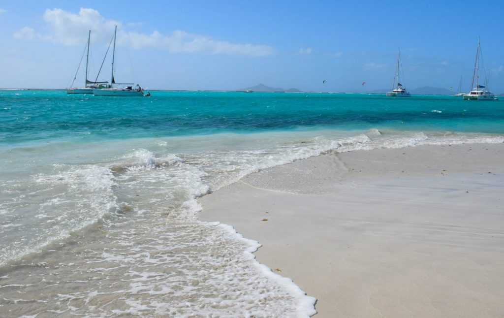 Learn to Sail Caribbean Tobago Cays